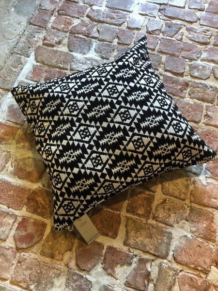 Pillow Black/White 80x80