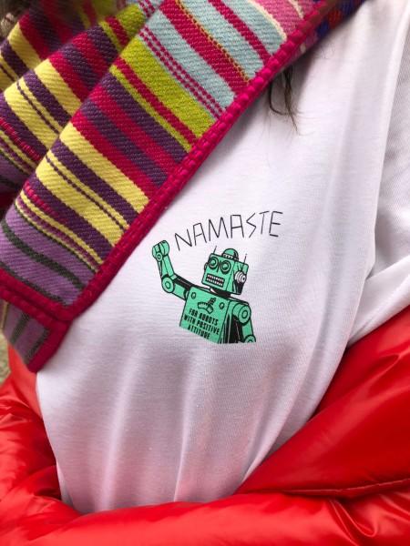 Happy Shirt Roboto 1
