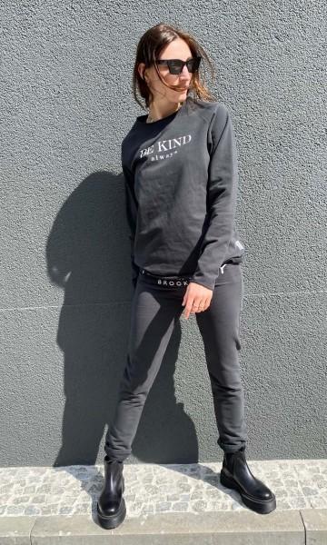 Sweatshirt Be Kind pirate black